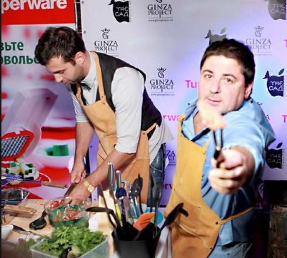 Телеведущие Иван Ургант и Александр Цекало открыли свой ресторан