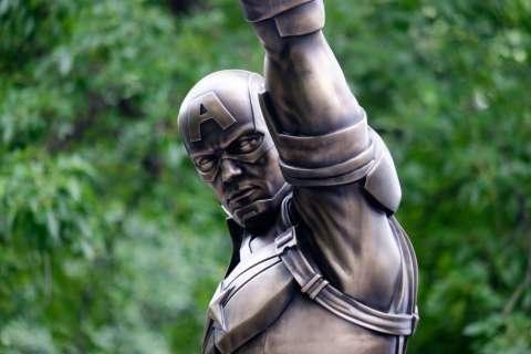 В Нью-Йорке установили памятник Капитану Америке