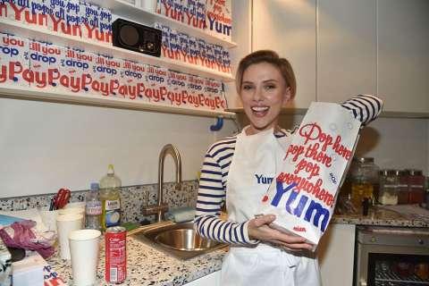 Скарлетт Йоханссон теперь продает попкорн!