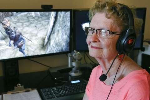 80-летняя бабуля стала одним из топовых геймеров Skyrim