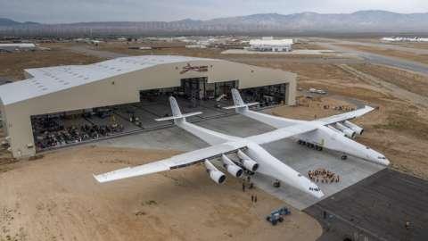 В США показали самый большой самолет в мире