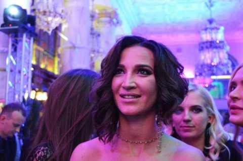 «Мне всего мало»: Ольга Бузова презентовала клип на песню «Мало половин»