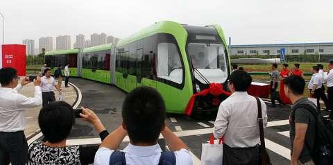 В Китае изобрели новый вид транспорта - «трамбус»