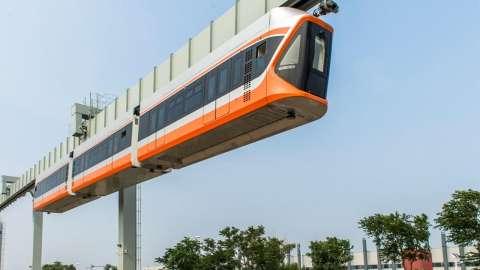 В Китае запустили подвесной пассажирский поезд