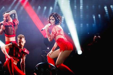 Ольга Бузова устроила шоу на первом сольном концерте в Москве