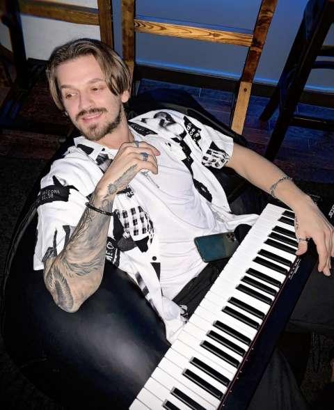 Миша Марвин станет учителем по вокалу