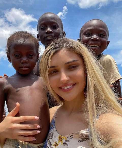 Дина Саева удочерила ребенка из Африки?